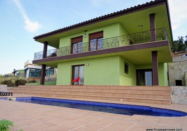 Resale Villa Te koop in Pau / Palau in Spanje, gelegen aan de Costa Brava