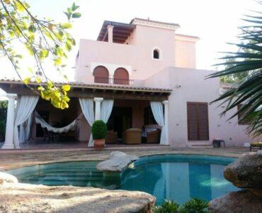 Resale Villa Te koop in Vera Playa in Spanje, gelegen aan de Costa de Almería