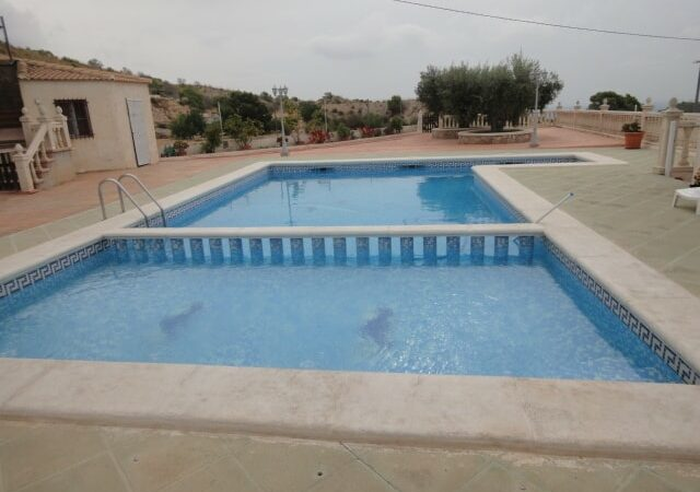 Resale Villa Te koop in Crevillent in Spanje, gelegen aan de Costa Blanca-Zuid
