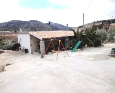 doorverkoop Villa Te koop in Hondon De Los Frailes in Spanje, gelegen aan de Costa Blanca-Zuid