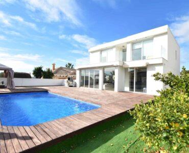 Resale Villa Te koop in San Fulgencio in Spanje, gelegen aan de Costa Blanca-Zuid