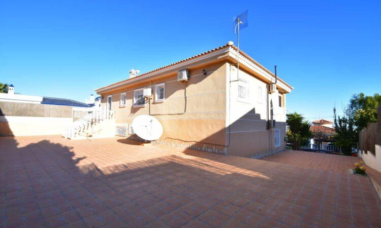 Resale Villa Te koop in Almoradi in Spanje, gelegen aan de Costa Blanca-Zuid