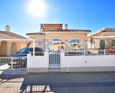 doorverkoop Villa Te koop in Algorfa in Spanje, gelegen aan de Costa Blanca-Zuid