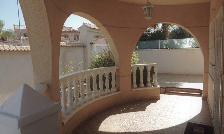 Resale Villa Te koop in Benijófar in Spanje, gelegen aan de Costa Blanca-Zuid