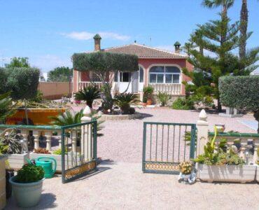 Resale Villa Te koop in Dolores in Spanje, gelegen aan de Costa Blanca-Zuid