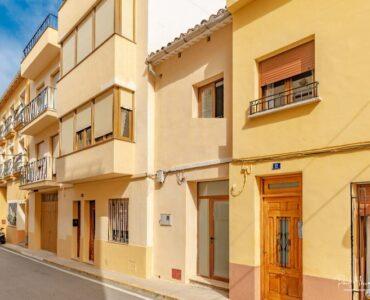 Resale Huis Te koop in Jalón in Spanje, gelegen aan de Costa Blanca-Noord