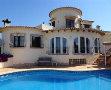 Resale Villa Te koop in Moraira in Spanje, gelegen aan de