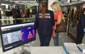 Drievoudige gezondheidscontrole bij vliegvelden in Spanje