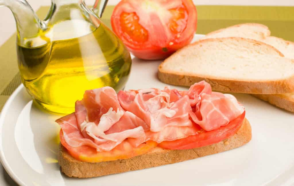 pan con jamon y tomate