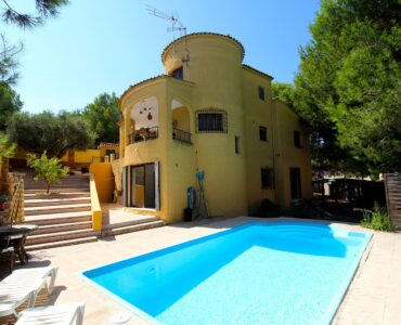 Resale Villa Te koop in Orihuela-Costa in Spanje, gelegen aan de Costa Blanca-Zuid