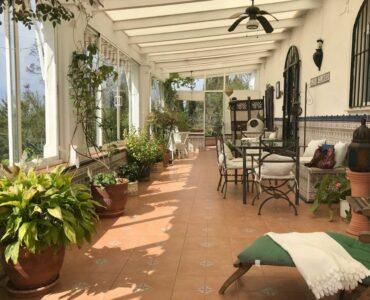 Resale Villa Te koop in Iznate in Spanje, gelegen aan de Costa del Sol-Oost