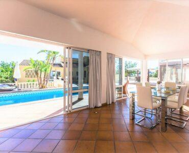 Resale Villa Te koop in La Nucia in Spanje, gelegen aan de Costa Blanca-Noord