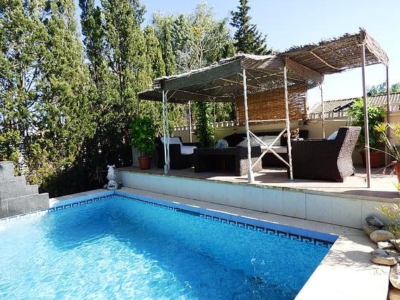 Resale Villa Te koop in Sax in Spanje, gelegen aan de Costa Blanca-Zuid