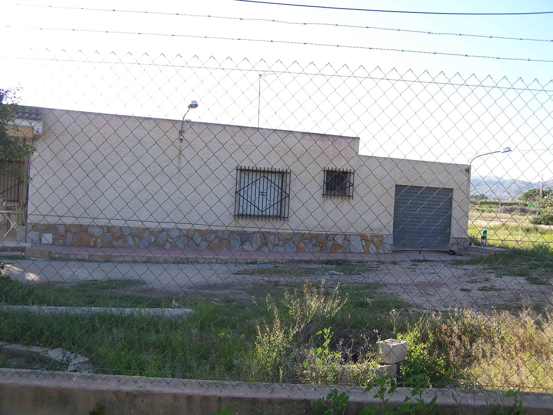 Resale Villa Te koop in Alicante in Spanje, gelegen aan de Costa Blanca-Zuid