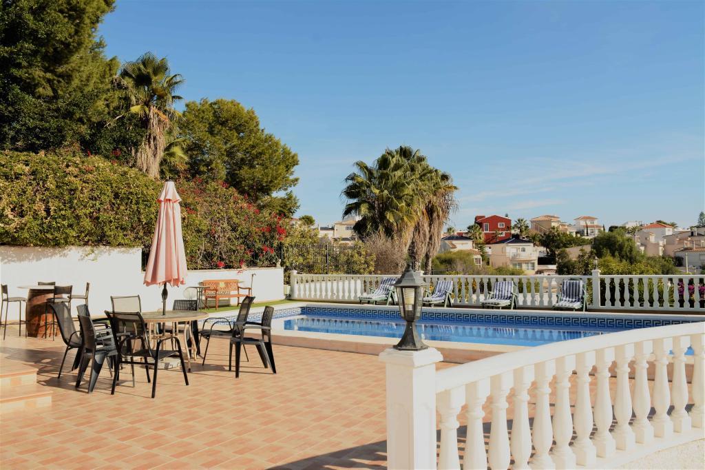 Resale Villa Te koop in San Miguel De Salinas in Spanje, gelegen aan de Costa Blanca-Zuid