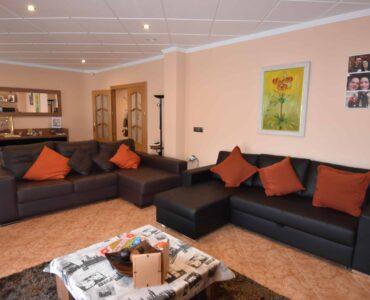 Resale Villa Te koop in Granja De Rocamora in Spanje, gelegen aan de