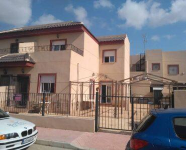 Resale Huis Te koop in Daya Nueva in Spanje, gelegen aan de Costa Blanca-Zuid