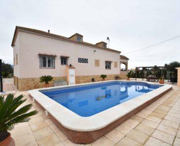 Resale Villa Te koop in Callosa De Segura in Spanje, gelegen aan de Costa Blanca-Zuid