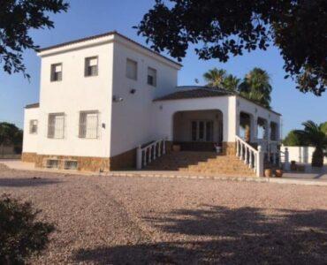 Resale Villa Te koop in Catral in Spanje, gelegen aan de Costa Blanca-Zuid