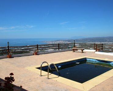 Resale Villa Te koop in Algarrobo in Spanje, gelegen aan de Costa del Sol-Oost